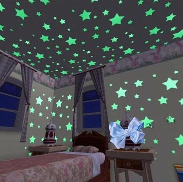 Ngôi sao dán tường dạ quang phát sáng gồm 100 sao