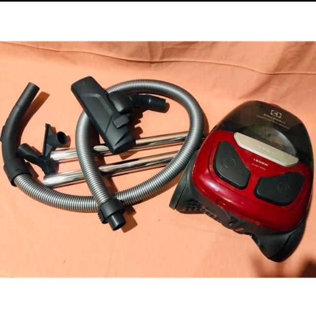 Thanh lý máy hút bụi electrolux/750k