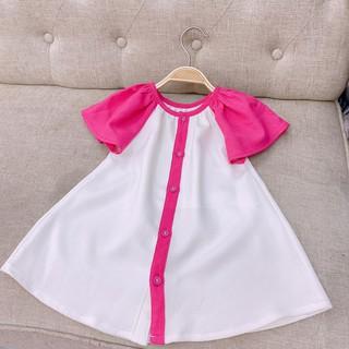 Đầm dáng suông trắng phối tay hồng