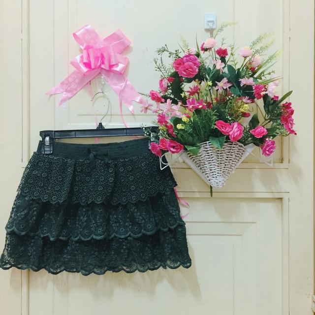 1021315115 - Thanh lý chân váy ren tầng ngắn màu rêu Nhật