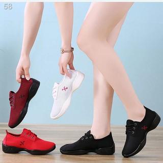 Ưu đãi đặc biệt miễn phí vận chuyển giày khiêu vũ nữ mùa hè mới mềm đáy lưới thoáng khí vuông của phụ chống trư thumbnail