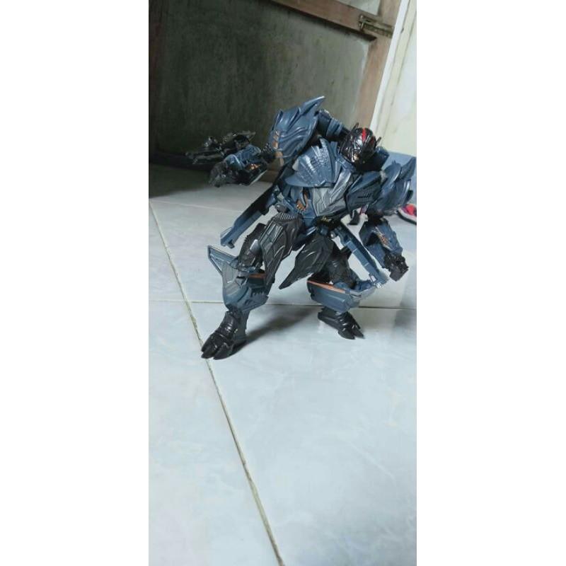 Robot biến hình 18cm siêu ngầu giá cực rẻ hàng đã qua sử dụng.