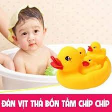 Đàn vịt thả bồn tắm phát nhạc 1 vịt mẹ 3 vịt con cho bé