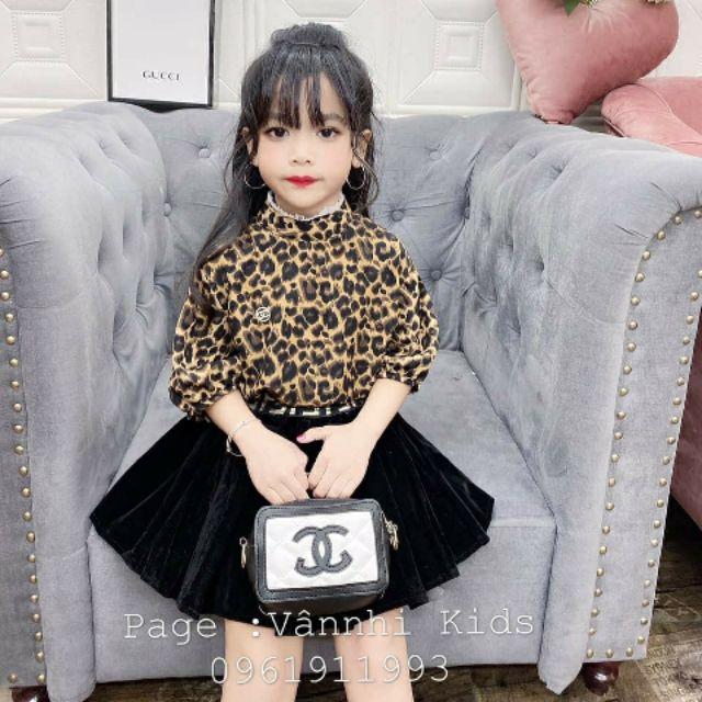 Set beo váy nhưng bé gái