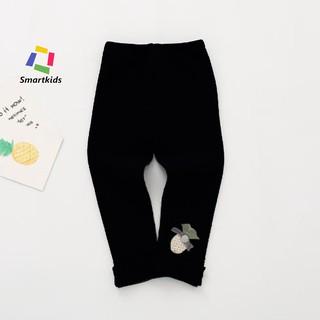 Quần legging bé gái - Quần legging chất len đính quả dâu Smartkids màu đen TE2011 (8-9kg)
