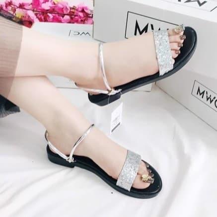 Giày sandal nữ quai ngang đính kim tuyến - 3375338 , 832789824 , 322_832789824 , 320000 , Giay-sandal-nu-quai-ngang-dinh-kim-tuyen-322_832789824 , shopee.vn , Giày sandal nữ quai ngang đính kim tuyến