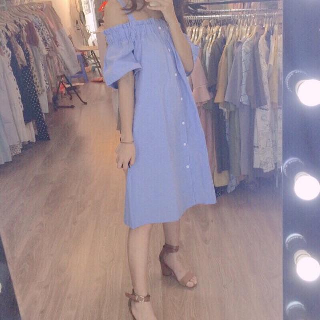 Váy 2 dây thô xanh trễ vai khuy dọc