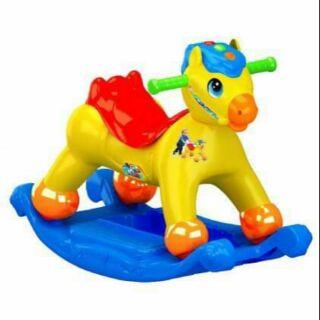 Bập Bênh Con Ngựa K2 Lọai Ko Nhạc. Sản phẩm có nhiều màu sắc Xe có nhạc phát ra âm thanh .Có 2 Lọai có nhạc ko nhạc.