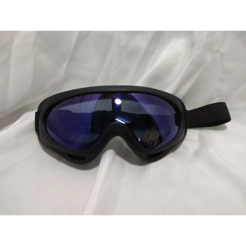 Kính đi phượt UV400 giúp bạn ngăn bụi khi bạn đi xe, tránh được các tia UV từ tia nắng mặt trời AP50385