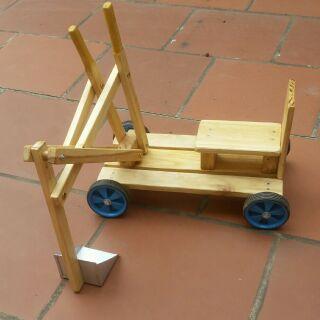 Xe múc trẻ em handmade. Giúp trẻ vận động linh hoạt tay chân, phù hợp với trẻ từ 3 – 7 tuổi. Chơi cả ngày không chán….