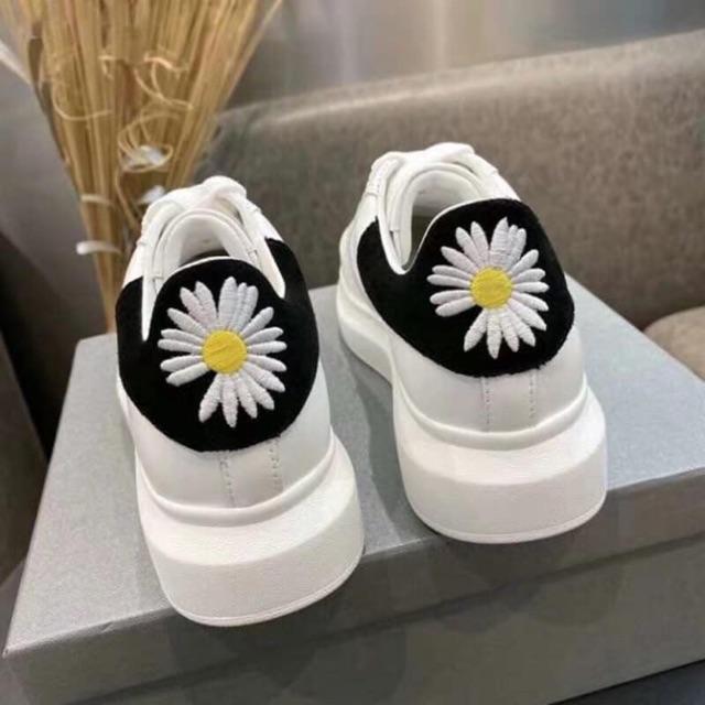 Giày thể thao nam nữ MCQ gót hoa cúc sau hót trend 2020