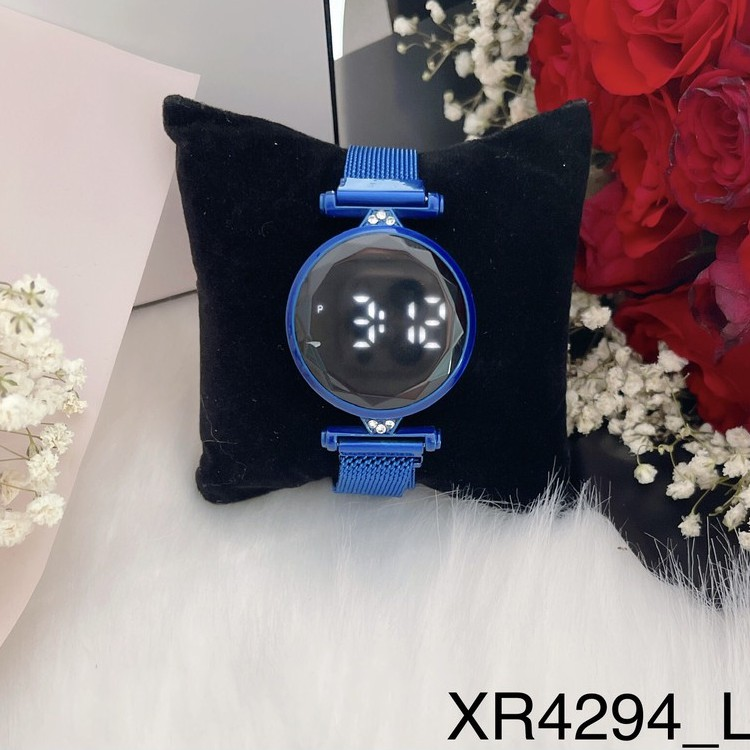 Đồng Hồ Nữ Mặt Số Tròn Điện Tử Dây Kim Loại Nam Châm Hot Trend UMI XR4294