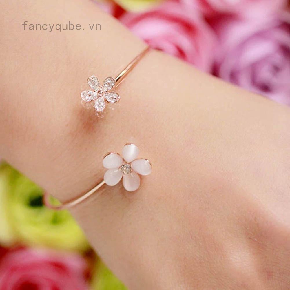 Vòng đeo tay kiểu mở mặt hình bông hoa nhỏ xinh xắn cho nữ thumbnail