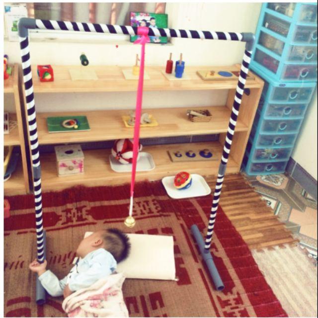 Giá treo giáo cụ montessori và các đồ dùng phát triển kỹ năng cho bé