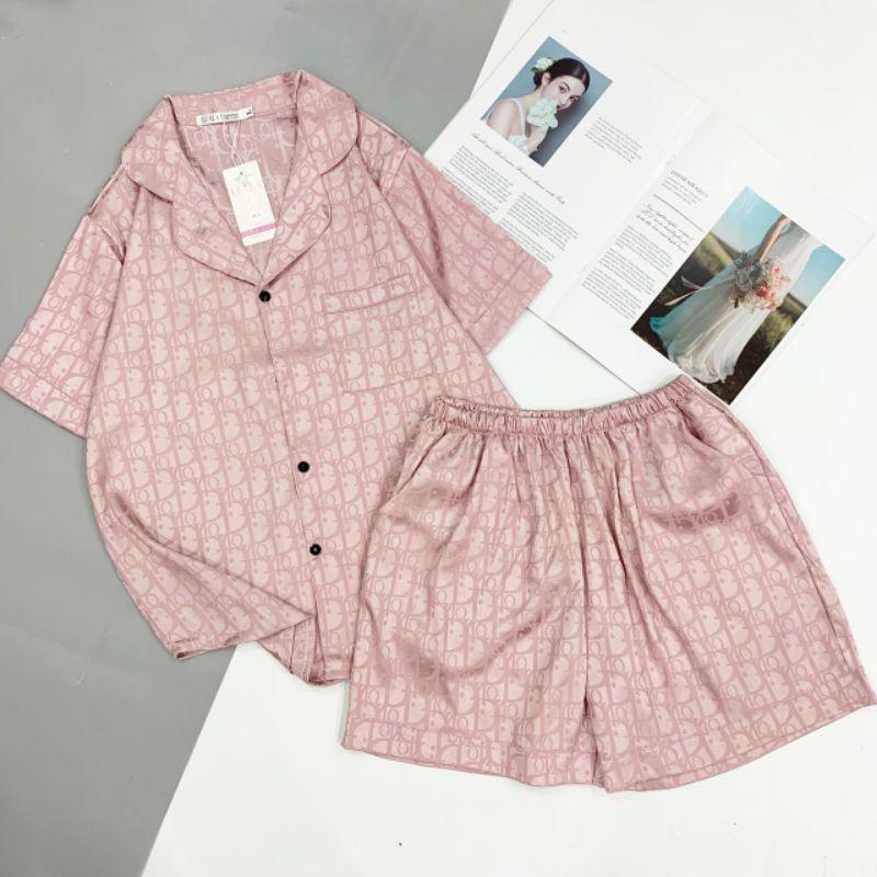 Mặc gì đẹp: Mát mẻ với Đồ ngủ pijama lụa gấm chấm bi cộc đùi
