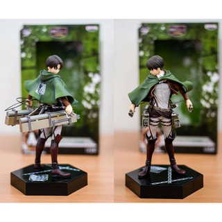 Combo figure attack on titan