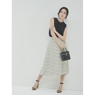 Chân váy xòe đốm midi xinh xắn, duyên dáng của Uniqlo