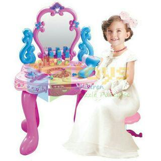 Đồ chơi bàn và dụng cụ trang điểm cho bé
