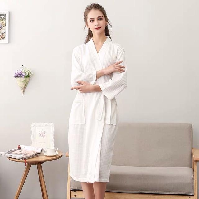 Áo choàng tắm , trang điểm , spa dành cho nam và nữ