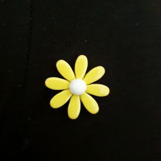 Charm hoa cúc vàng mẫu mới