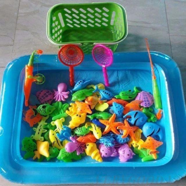 Bộ đồ chơi câu cá kèm bể phao.
