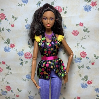 Búp bê barbie so in style da màu đã qua sử dụng