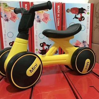 Xe chòi chân thăng bằng cho bé từ 1 – 3 tuổi