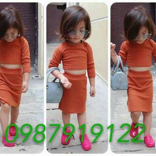 🍭🍭🍭Set chân váy kết hợp áo croptop cho bé gái cực xinh và sang chảnh lun ạ😍.  ☘Chất liệu : chất cotton gân mềm mại😍