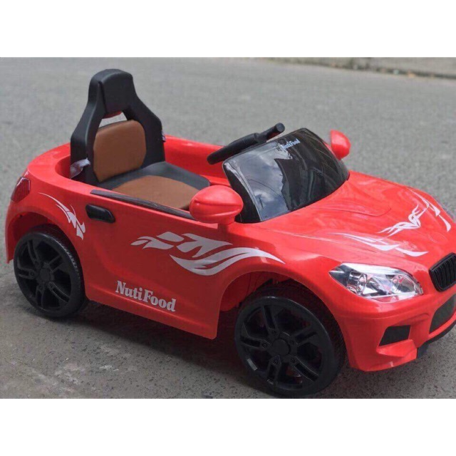 Xe ô tô điện có điều khiển quà tặng từ nutifood