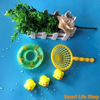 Đàn vịt thả bồn tắm có còi kèm phao và vợt