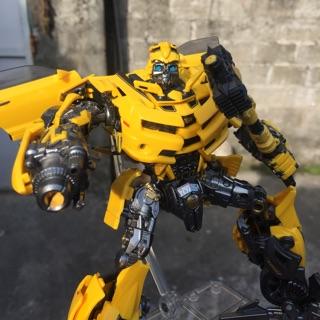 Mô hình bumblebee LT01 hãng legendary