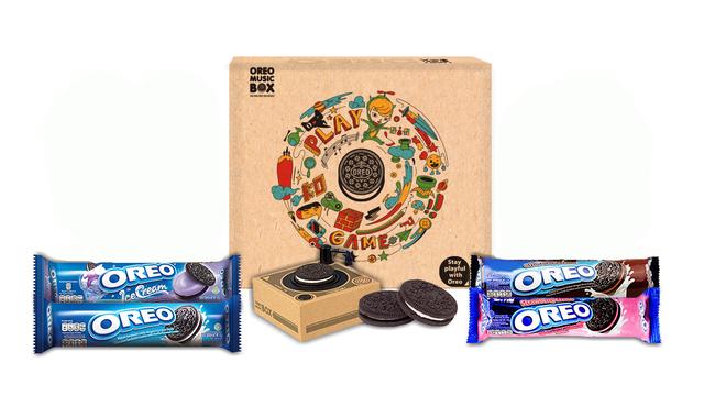 Combo hộp quà Oreo: 1 hộp nhạc, 4 Bánh Oreo nhân kem 4 vị 133g