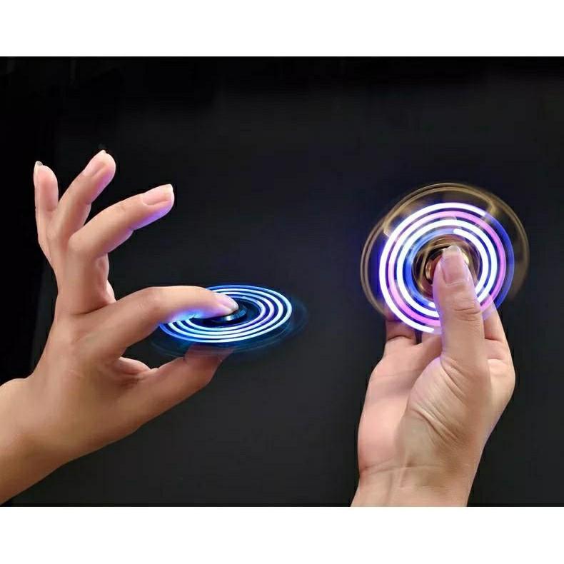 Con quay 2 cánh spiner đèn led - bật lửa kiêm đồ chơi giảm stress