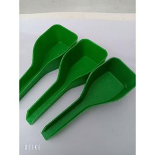 Thìa xúc thức ăn cho chim bằng nhựa tiện lợi giúp cho chim ăn nhanh chóng 7