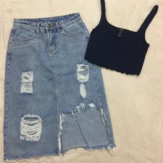 Chân váy jean rách, áo croptop f21