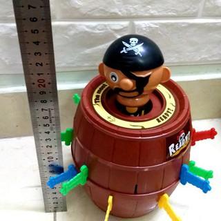 bộ đồ chơi đâm hải tặc size CAO 25CM x 15CM(16 kiếm) và size 10×15 cm(16 kiếm).