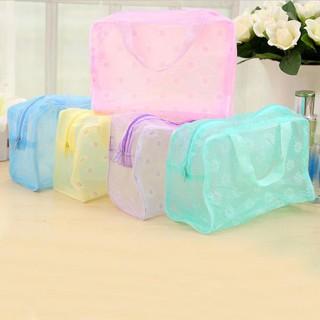 Túi đựng nhu yếu phẩm trong suốt họa tiết hoa cúc chất liệu PVC