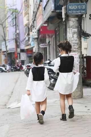 Váy trắng yếm đen Kid