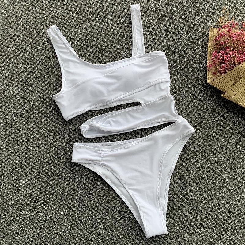 Mặc gì đẹp: Tắm biển vui với Bộ đồ bơi một mảnh thiết kế liền thân gợi cảm