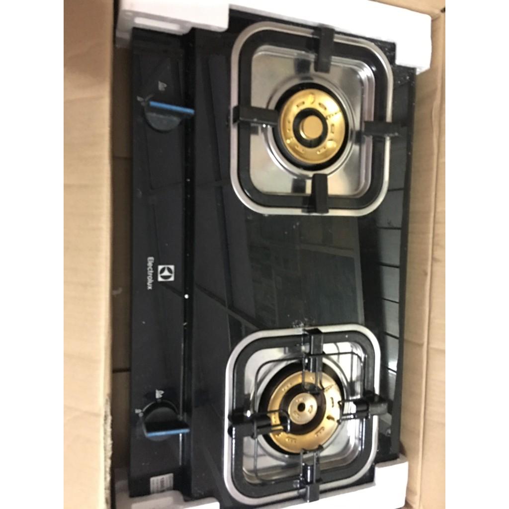 Bếp ga đôi Electrolux ETG728GKR ( HÀNG TRƯNG BÀY ) + TẶNG DÂY GAS , mặt kính cường lực dễ vệ sinh , bếp có đầu hâm
