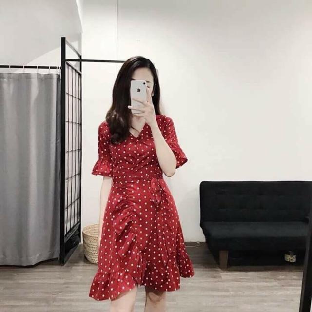 Váy chấm bi vạt bèo cổ V