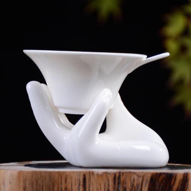 Lọc trà và giá đỡ hình bàn tay bằng gốm sứ