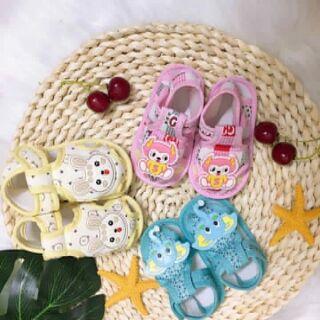 Combo 3 đôi giầy tập đi cho bé( tặng kèm một đôi tất hoạc giầy nỉ)