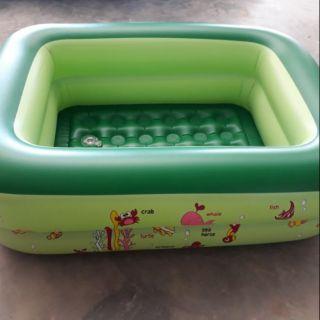 Bể tắm phao cho trẻ