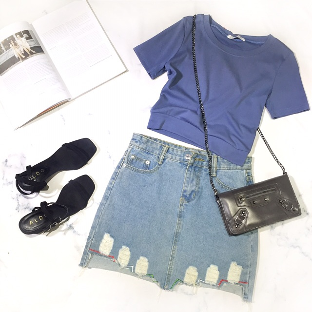 Chân váy bò rách với kiểu dáng đơn giản, thời trang sẽ là lựa chọn lý tưởng cho bạn gái sành điệu và cá tính