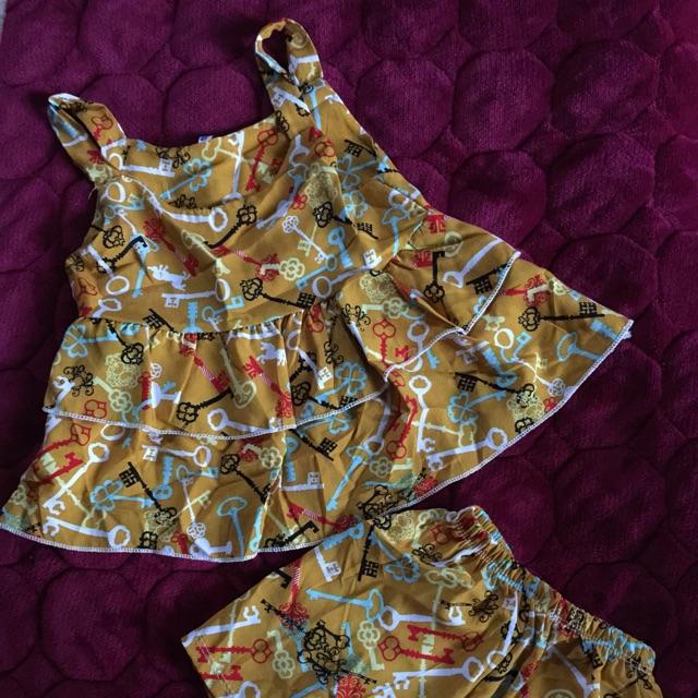 Váy hoạ tiết cho bé