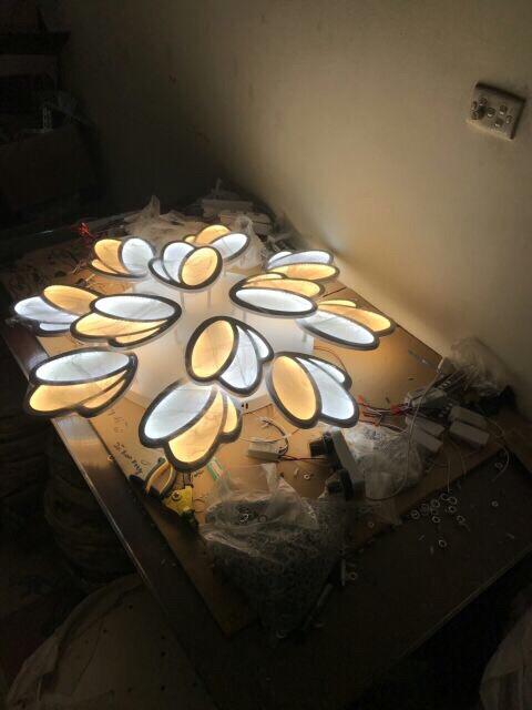 Đèn Ốp Trần Hiện Đại 12 Cánh Hoa - Điều Khiển Từ Xa