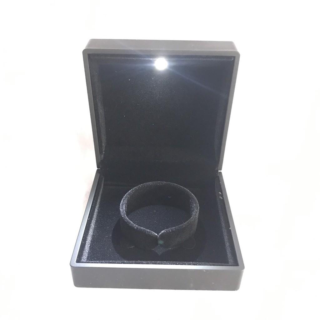 Hộp đựng trang sức đèn LED hộp nhẫn có đèn hộp vòng tay mặt hộp dây chuyền trang sức.