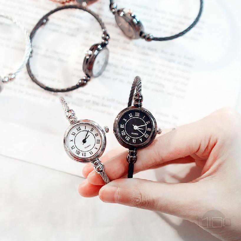 COD✦ สายรัดโลหะผสมควอตซ์วินเทจนาฬิกาข้อมือกลมเล็ก ของผู้หญิงดู ๆ 682