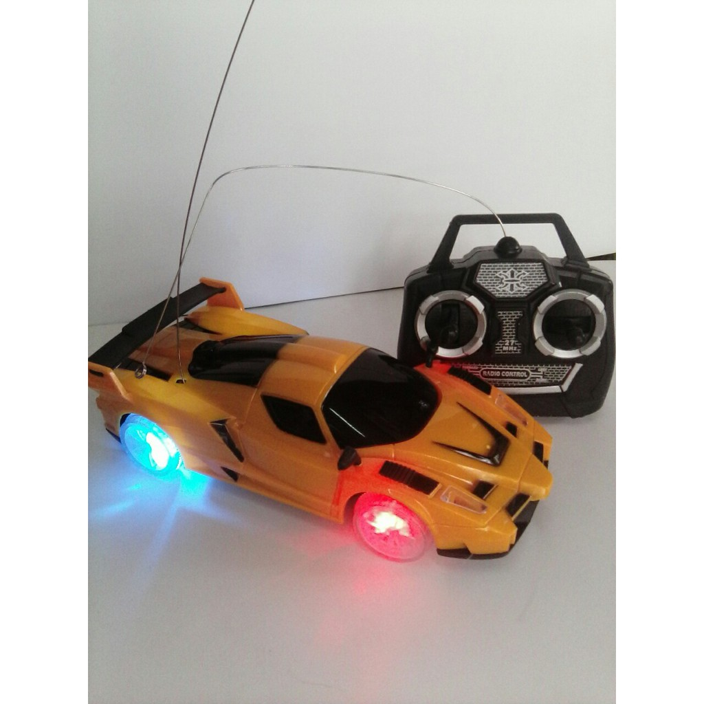 Xe điều khiển từ xa có đèn